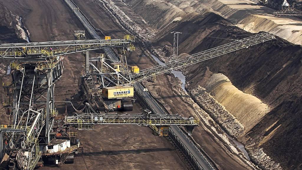 Schweizer Finanzmarkt investiert noch zu stark in Erdöl und Kohle