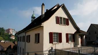 Das Bezirksgericht Laufenburg sprach den Sozialhilfebezüger Marco* frei: Seine Äusserung «Muss ich zuerst hochkommen und euch alle abschlagen?» wurde nicht als Drohung eingestuft.