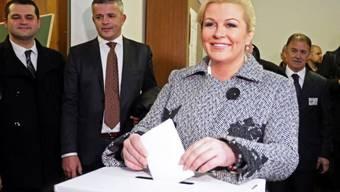 Oppositionskandidatin Kolinda Grabar Kitarovic gibt ihre Stimme ab
