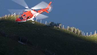 Ein Rega-Helikopter im Einsatz (Symbolbild, Archiv)