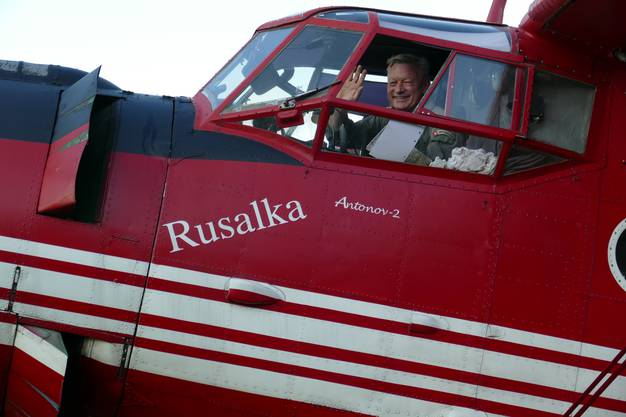 Freude über die perfekte Landung - Pilot Jean Voegelin