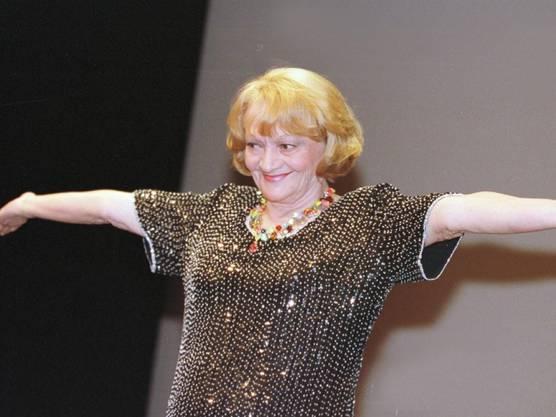 """21. August: Die Schweizer Schauspielerin und Sängerin Ines Torelli ist in ihrer Wahlheimat Kanada im Alter von 88 Jahren gestorben. Als Schauspielerin war sie für ihre Rolle in """"Die kleine Niederdorfoper"""" und als Sängerin für """"Gigi vo Arosa"""" bekannt."""