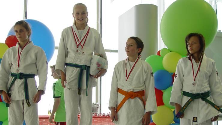 Julia Schoch ganz links auf den zweiten Platz.