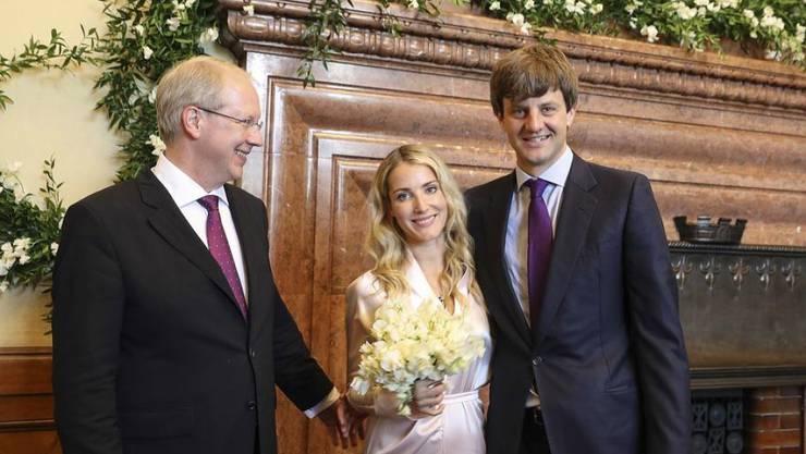 Ernst August von Hannover und seine Frau, die Modedesignerin Ekaterina Malysheva, sind im Neuen Rathaus von Hannover von Oberbürgermeister Stefan Schostock getraut worden.