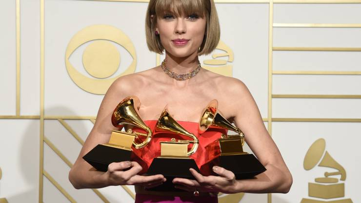 Taylor Swift hat schwer zu tragen an ihren drei Grammys. Kendrick Lamar hat zwar noch zwei mehr gewonnen, aber in weniger wichtigen Kategorien.