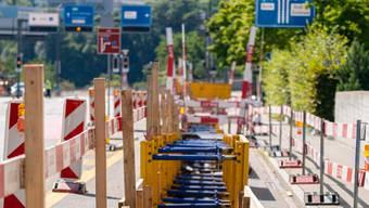 Die Leitung führt vom Siggenthal nach Baden (hinten).