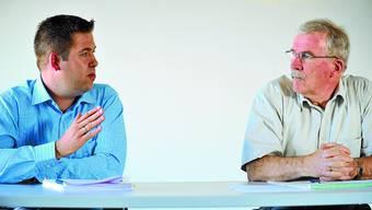 Flumenthals Gemeindepräsident Robert Klaus (rechts; Freie Liste) wird von Christoph Heiniger (FDP)  herausgefordert