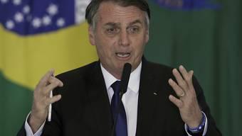 Der brasilianische Präsident Jair Bolsonaro hat am Dienstag ein Dekret unterzeichnet, mit dem das Waffenrecht Brasiliens weiter gelockert wird.