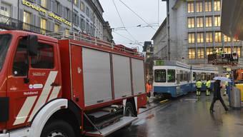 Erhebliche Schäden bei Tramkollision am Paradeplatz