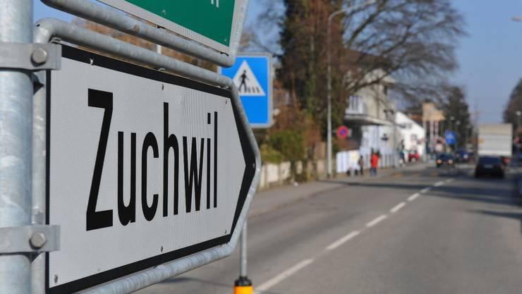 Wegweiser Zuchwil beim Gueggu-Kreisel Solothurn