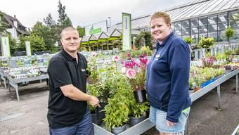 Gartencenter Zulauf schloss seine Filiale in Liestal per Anfang September. Johannes Zulauf und Gartencenterleiterin Sereina Wohler