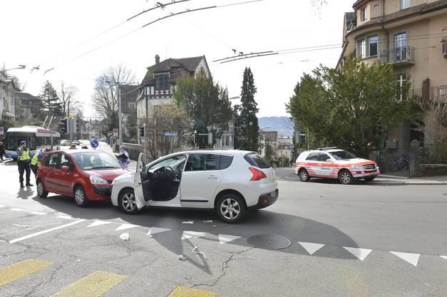An der Kreuzung Bergstrasse/Klosbachstrasse kam die Irrfahrt bei einer Frontalkollision zu einem abrupten Ende.