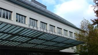 Auch das Kantonsspital Aarau war von der Software-Panne betroffen. Der Notfallknopf funktionierte nur auf einigen Abteilungen. Archiv