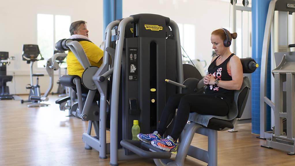 Im Fitnesscenter «Benefit» im Grand Resort in Bad Ragaz darf seit Montag ohne Maske trainiert werden. Stattdessen gilt die Covid-Zertifikatspflicht.