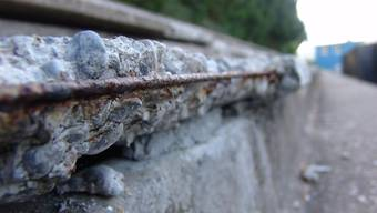 Abbruch oder Sanierung: Der Zustand der Weihermatttribünen verlangt nach einer Entscheidung. (Bild: Flavio Fuoli)
