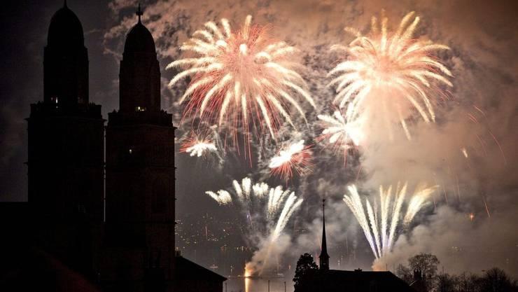 Feuerwerk um das Zürcher Seebecken