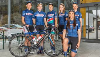 Das Team zählt: Sandra Weiss (2. von links) mit den Mannschaftskolleginnen des Remax Cycling Teams.Bild: Vollbildfotografie
