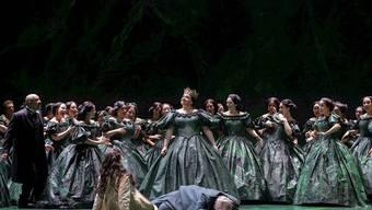 """Als letzte Premiere der Spielzeit 2018/2019 präsentiert das Opernhaus Zürich Giuseppe Verdis """"Nabucco"""". Musikalische Leitung: Fabio Luisi, Inszenierung: Andreas Homoki."""