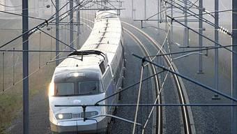 TGV fuhr über Mann zwischen den Gleisen (Symbolbild)