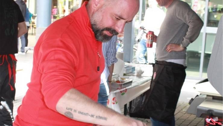 Senior Projektleiter Umberto «Jumbo» Monopoli grillierte sich mit seiner Pouletbrust in das Final in Schaffhausen.
