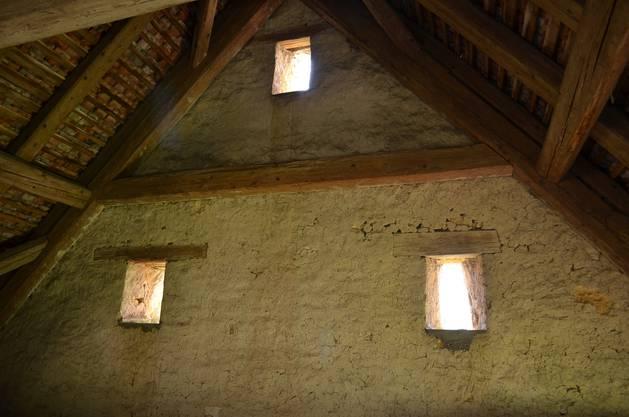 Der Kalk-Verputz der Holdenwei Hölstein hält seit Jahrhunderten