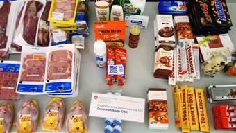 Die Grenzwache beschlagnahmte mehr als zwei Dutzend abgepackte Fleischportionen und rund 60 Schoggis.