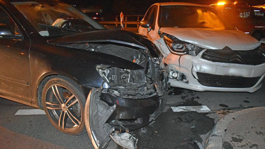 Zwei Autos nach Unfall abgeschleppt