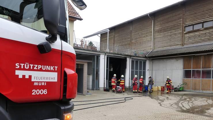 Nicht auszudenken, wenn das Feuer in der Werkstatt auf die grosse Scheune oder das links angebaute Wohnhaus übergegriffen hätte. Eddy Schambron