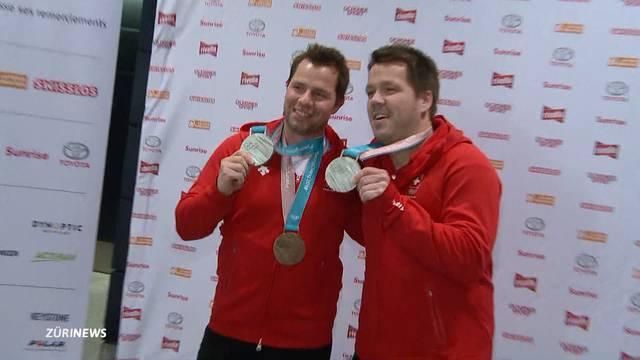 Erste  Olympia-Medaillen-Gewinner zurück in der Schweiz
