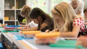 Für viele Schülerinnen und Schüler sind die Sommerferien seit Montag zu Ende.