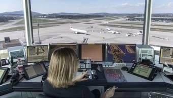 Die vielen Kreuzungspunkte am Flughafen Zürich sind zum Teil lärmpolitisch bedingt und erschweren die Arbeit der Controller.