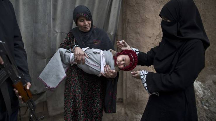 Überall, wo islamische Geistliche zu Impfboykotten aufrufen, steigt die Anzahl von Polio-Erkrankungen in Pakistan dramatisch. Die WHO fordert die pakistanische Regierung auf, etwas gegen diese Situation zu unternehmen. (Archivbild)