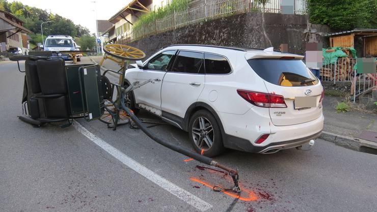 Unfall in Böttstein: Eine Kutsche kollidiert mit einem Auto.