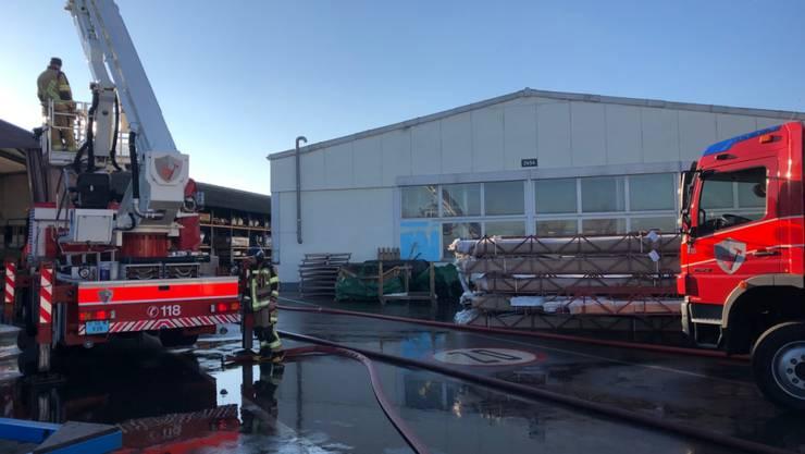 Der Brand in der Halle in Altenrhein SG, in der leicht entzündbarer Kunststoff verarbeitet wird, ging glimpflich aus.