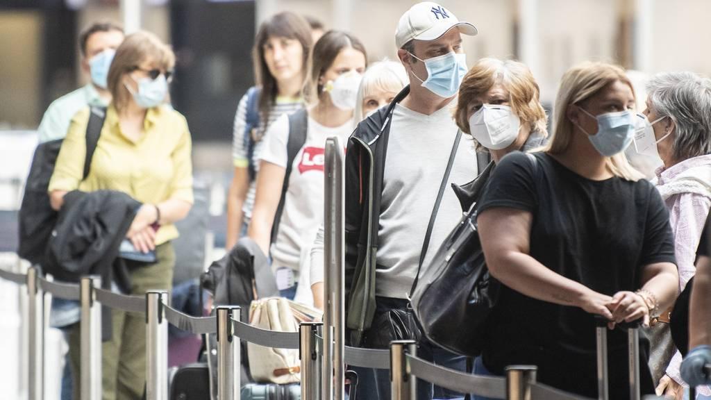 Viele Leute bringen das Coronavirus aus den Ferien in die Schweiz
