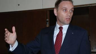 Jean-Pierre Gallati (SVP) beklagt in einer Anfrage einseitige Information.