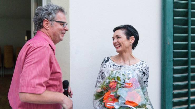 Wahlkampfleiter Andre Rotzetter gratuliert der gerührten Marianne Binder-Keller zur Ständeratsnomination.