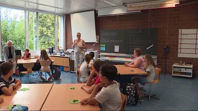Schulranzen packen im Aargau