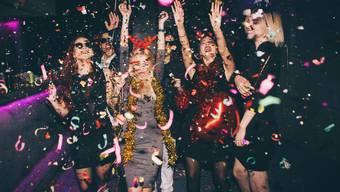 Partygänger gingen trotz Corona-Symptomen in den Ausgang.