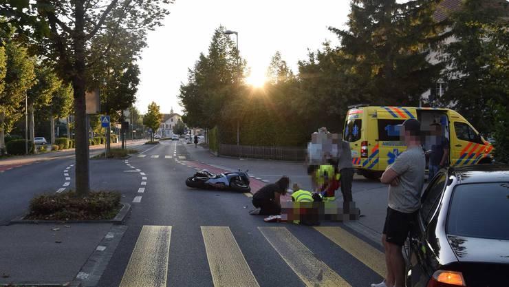 Beim Unfall in Zuchwil wurde eine 84-jährige Frau von einem Motorrad getroffen.
