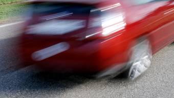 Mit 122 km/h fuhr der 19-Jährige durch eine 50er-Zone. (Symbolbild)