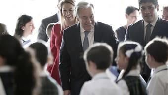 Uno-Generalsekretär António Guterres (Mitte) hat sich während einer Reise nach Costa Rica am Montag für die Wiederaufnahme des Friedensdialoges in Nicaragua eingesetzt.