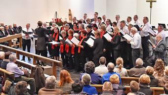 Der eigens für das Adventskonzert in Aedermannsdorf gebildete Chor (Bild) und die einheimische Musikgesellschaft Konkordia wussten mit weihnächtlichen Klängen zu begeistern.