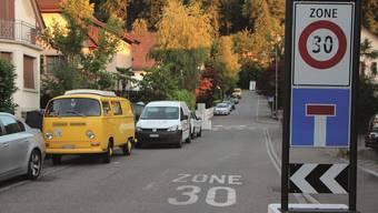 Parkieren auf den eingezeichneten offenen Parkplätzen wie hier im Kappelerhof soll im Jahr 2017 teurer werden.