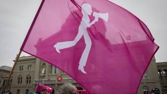 Trotz höherem Rentenalter hält sich der Widerstand der Frauen gegen die Altersreform in Grenzen.