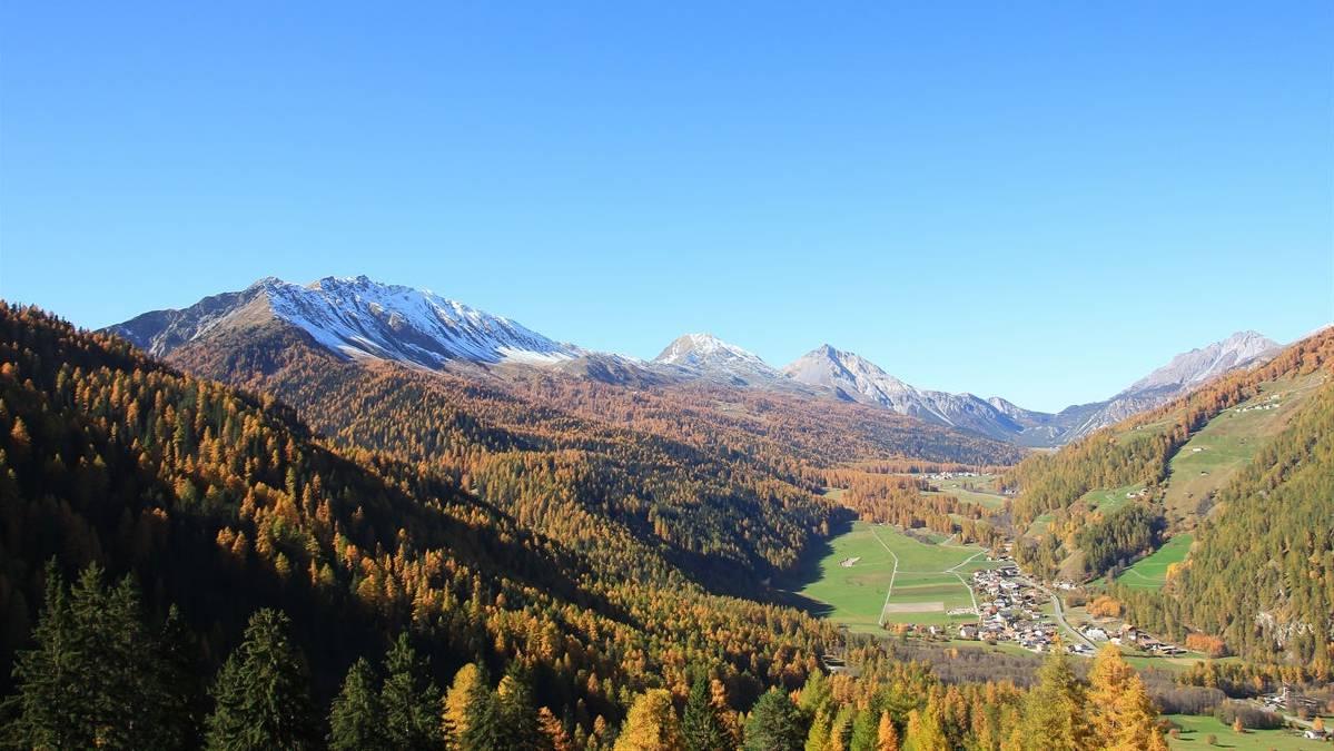 Das Val Müstair präsentiert sich als Naturparadies, doch wenig talabwärts betreiben die Südtiroler intensive Landwirtschaft.