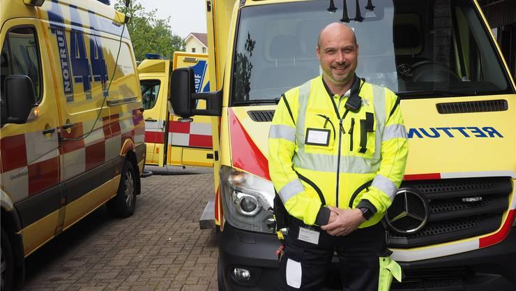 «Mit der Erfahrung wächst die Ruhe»: Sascha Schwieder, Leiter Rettungsdienst beim Gesundheitszentrum Fricktal. twe