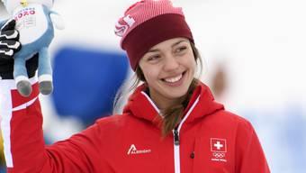 Die Siegerin Amélie Klopfenstein lächelt in die Kamera.