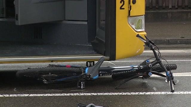 Velofahrer stirbt bei Unfall mit Postauto