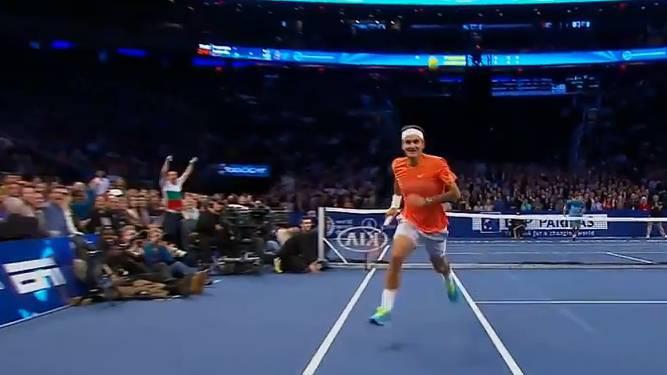 Roger Federer und Grigor Dimitrov begeistern in einer Exhibition in New York mit Tweener-Schlägen.